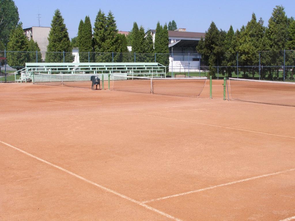 tenisove kurty